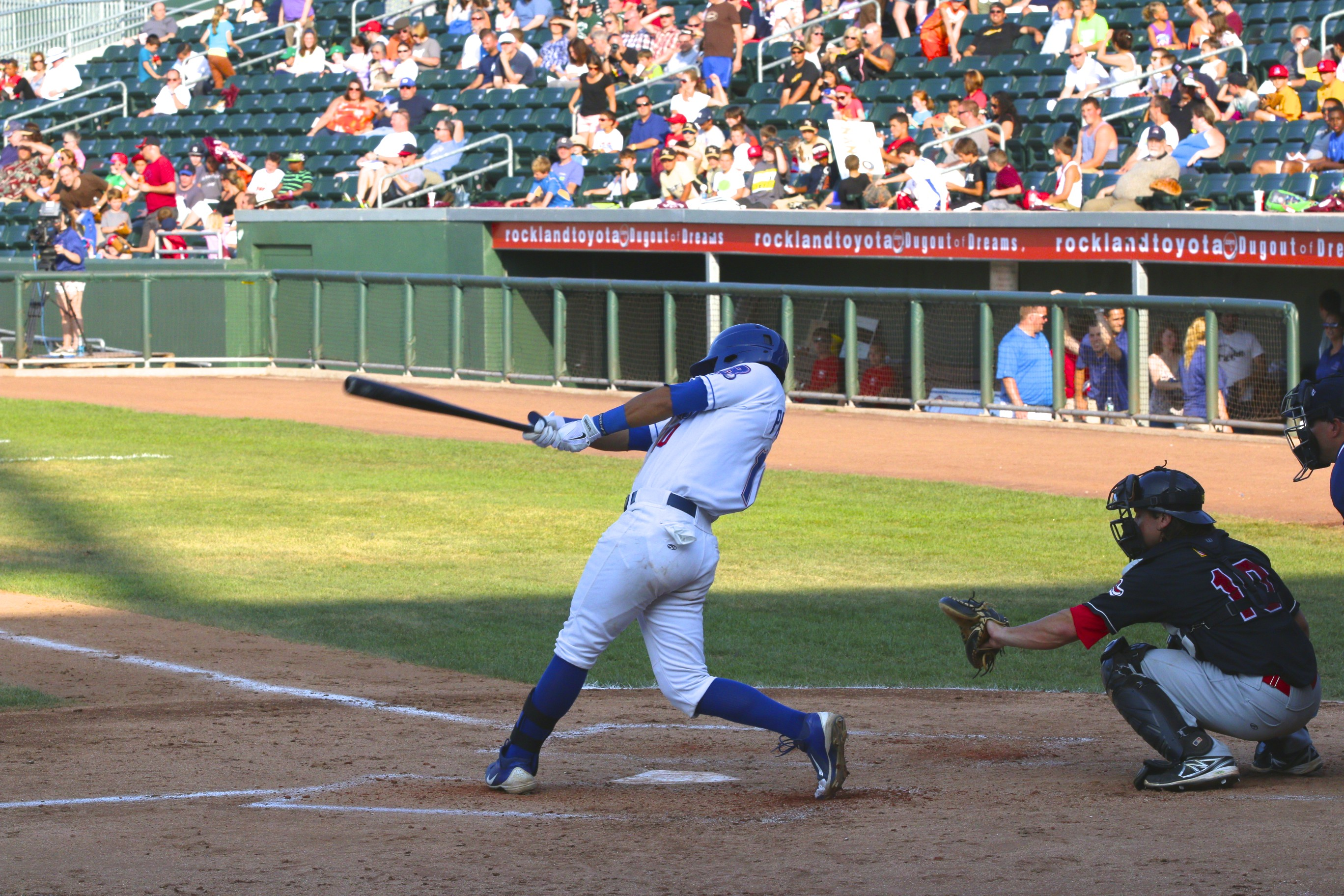 Boulders Prevail In Extra Innings